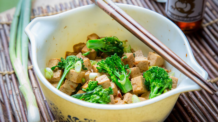 Ready to eat Tofu Teriyaki mixed with broccoli